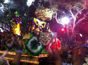 Snapped this one for my sister, who's a Law & Order junky. The chick in the yellow on this float is Mariska Hartigay from SVU